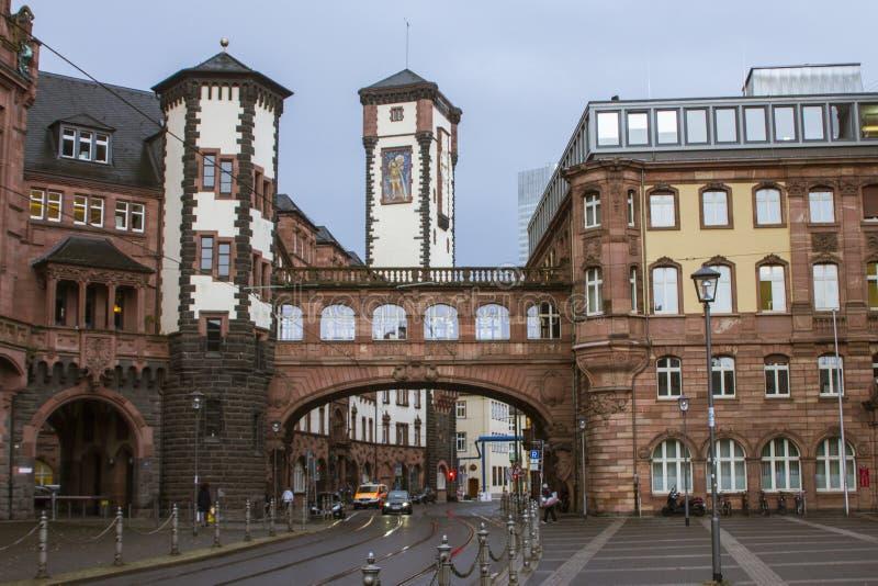 Casa histórica bonita no centro de Francoforte - são - cano principal germany imagem de stock