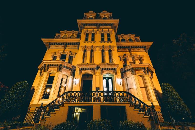 Casa histórica na noite, em Logan Circle, em Washington, C.C. foto de stock royalty free