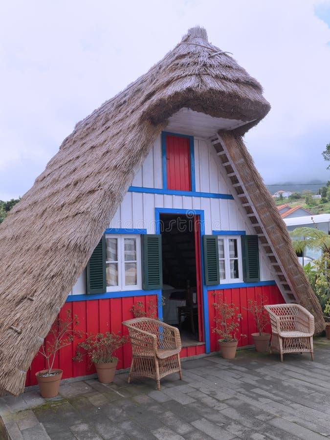 Casa histórica tradicional na vila Santana, Madeira fotos de stock