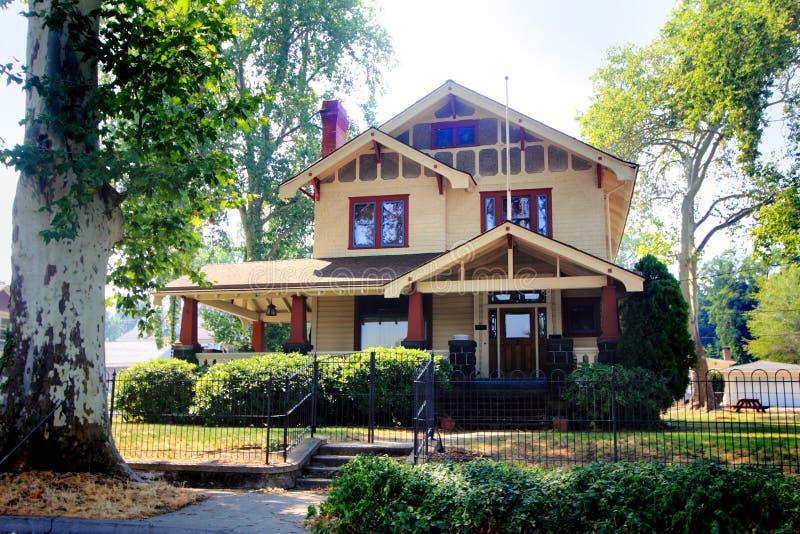 Casa histórica velha agradável imagens de stock
