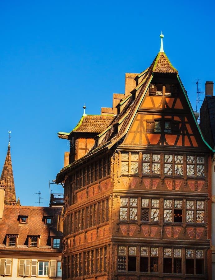 Casa histórica velha da estrutura em Strasbourg, França fotografia de stock
