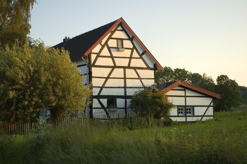 Casa holandesa asoleada imagen de archivo
