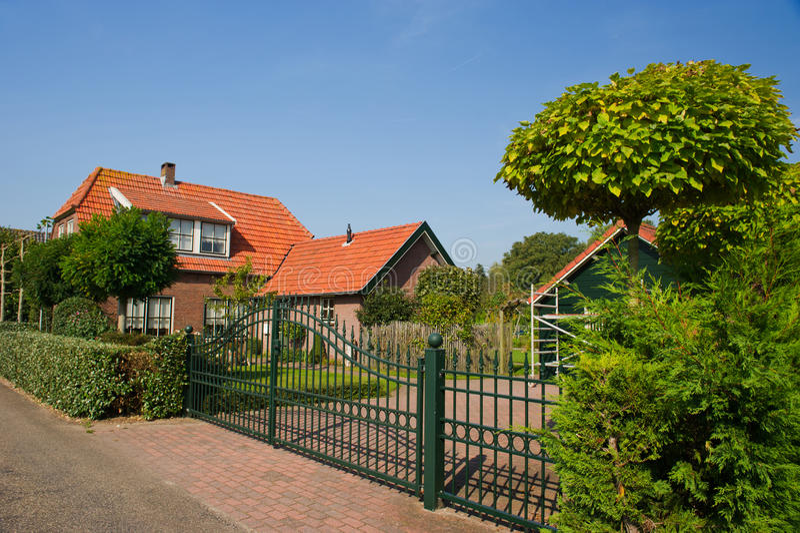 Casa holandesa bonita imagens de stock royalty free