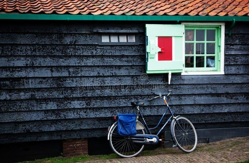 casa holandesa típica em Zaandam fotos de stock royalty free