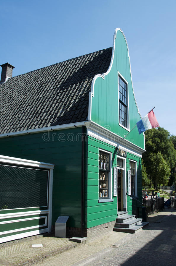 Casa holandesa vieja típica fotos de archivo