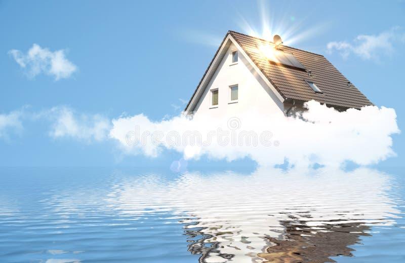Casa ideal con el panel solar imagen de archivo libre de regalías