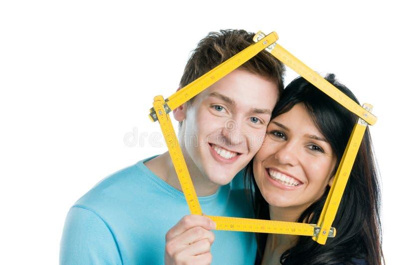 Casa ideal dos pares novos fotografia de stock