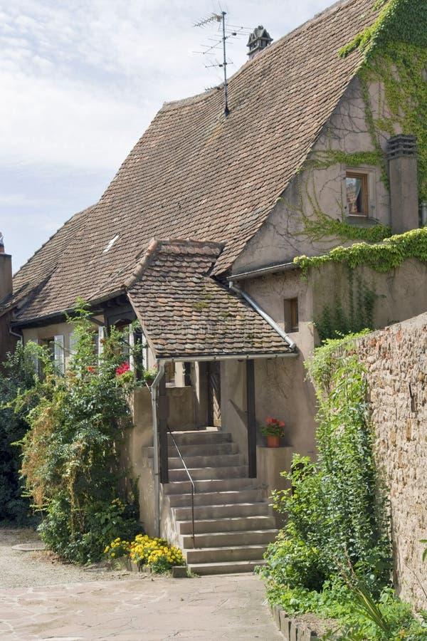Casa idilliaca in Mittelbergheim fotografie stock libere da diritti