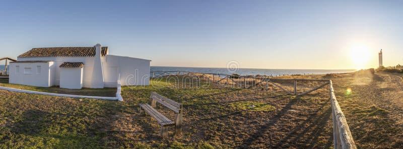 Casa imbiancata tradizionale alla spiaggia di Cossta de la Luz, Mata fotografia stock