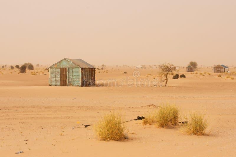 Casa improvisada pequena em Mauritânia imagem de stock