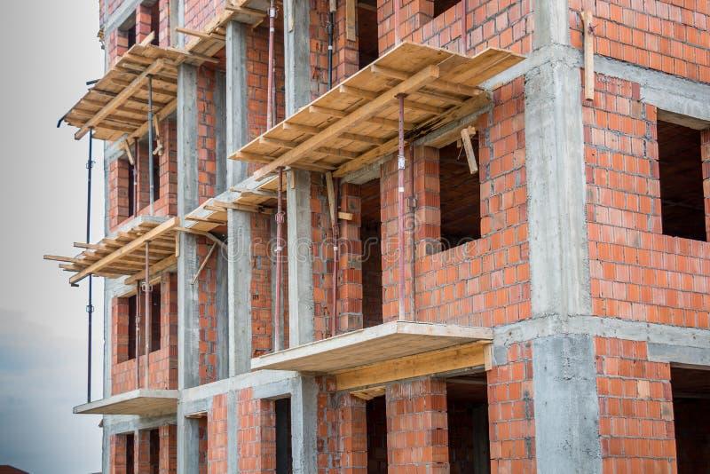 Casa inacabado do tijolo foto de stock royalty free