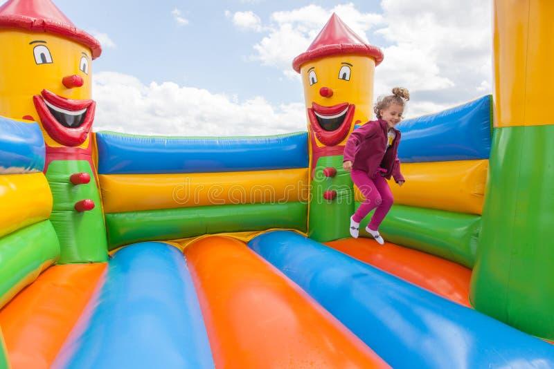 Casa inflável do salto fotografia de stock