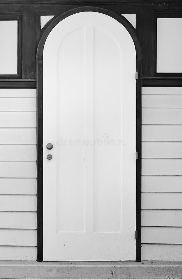 Casa interna con la porta di legno bianca e la parete di legno bianca fotografia stock - Parete interna in legno ...