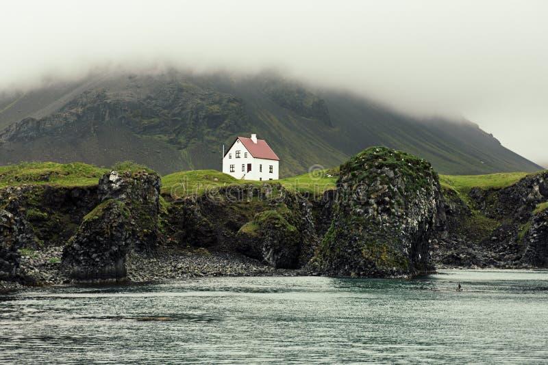 Casa islandêsa só fotografia de stock