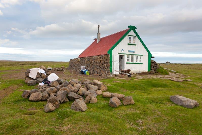 Casa isolada da ?rea de Hvitarvatn, paisagem de Isl?ndia fotos de stock