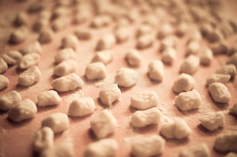 Casa italiana do gnocchi da batata feita foto de stock