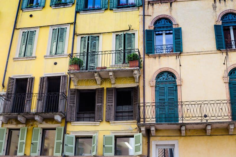 Casa italiana vieja en el centro histórico de Verona, Italia foto de archivo libre de regalías