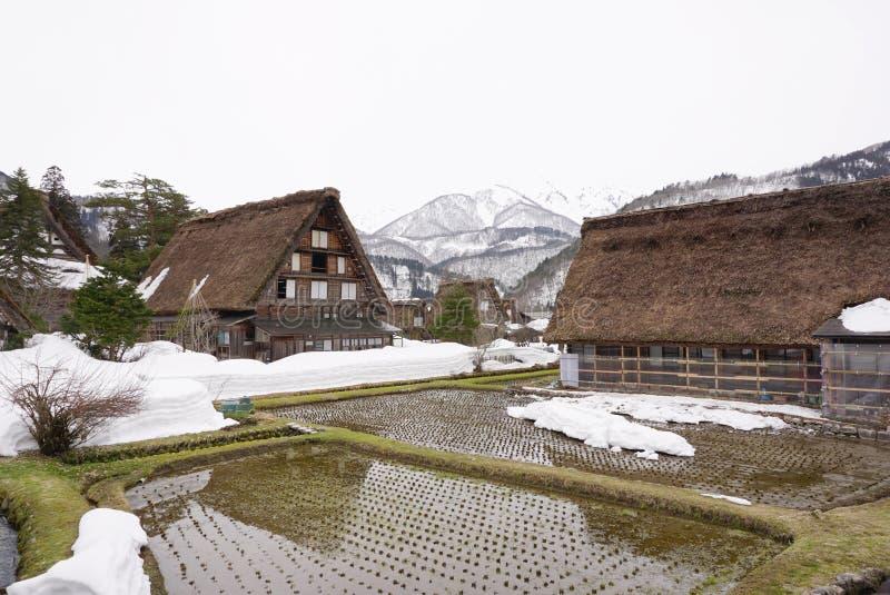 Casa japonesa bonita tradicional no campo de Japão fotografia de stock