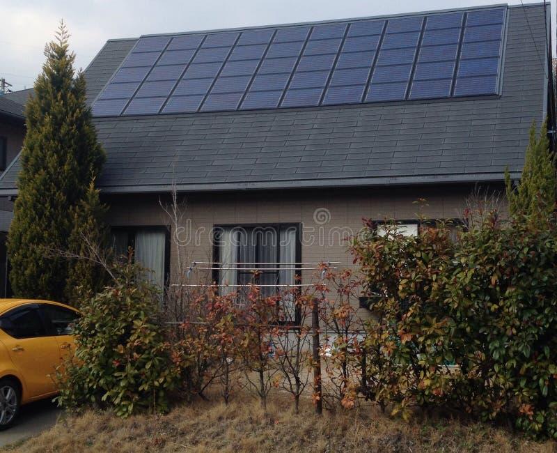 Casa japonesa nova com solar imagens de stock