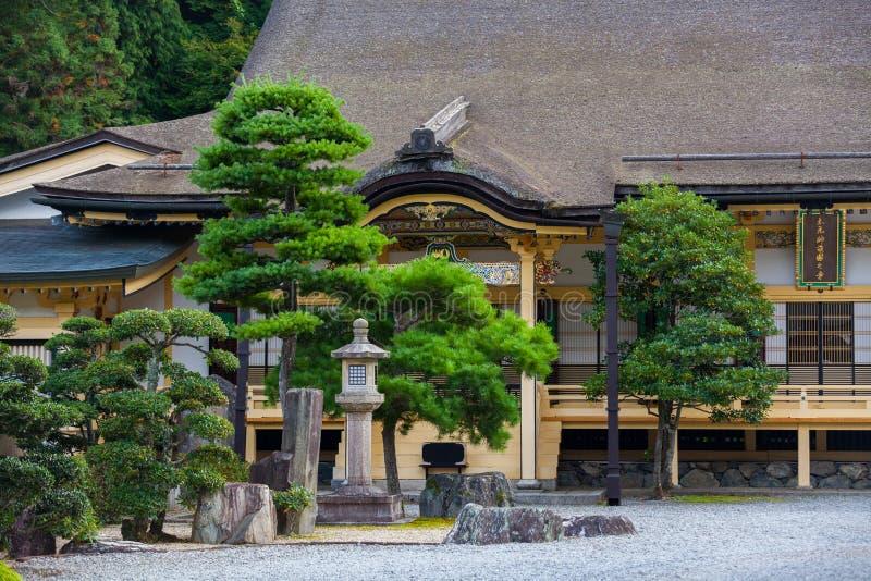 Casa japonesa tradicional com jardim foto de stock - Casa tradicional japonesa ...
