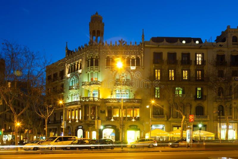 Casa Lleo Morera na noite do inverno. Barcelona, Espanha fotografia de stock