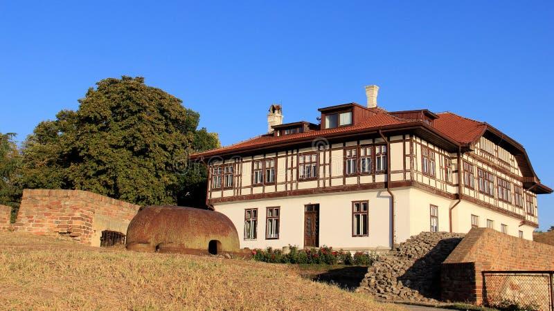 Casa local vieja de la arcón vieja foto de archivo