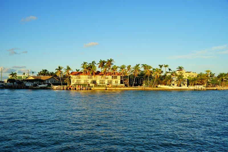 Casa lujosa de la playa del sur de Miami imagenes de archivo