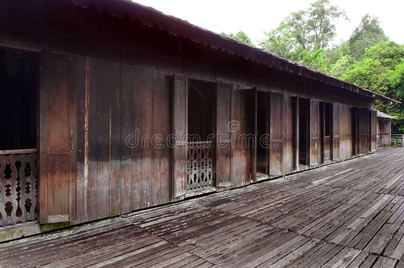 Casa lunga della tribù di Iban in Sarawak, Borneo fotografia stock