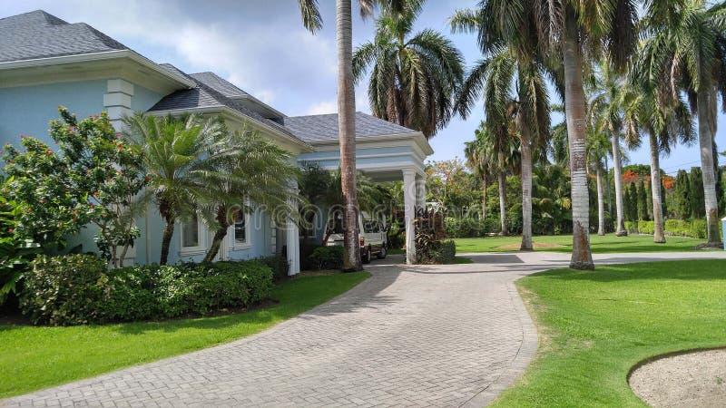 Casa lussuosa nei tropici immagine stock libera da diritti