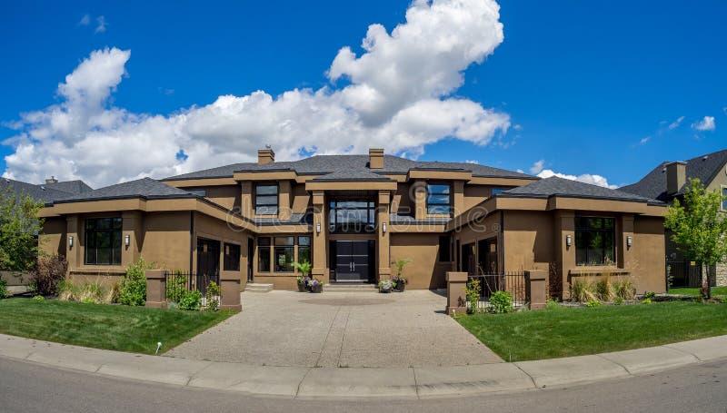 Casa luxuosa em Calgary, Canadá imagens de stock