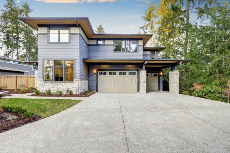 Casa luxuoso da construção nova em Bellevue, WA foto de stock