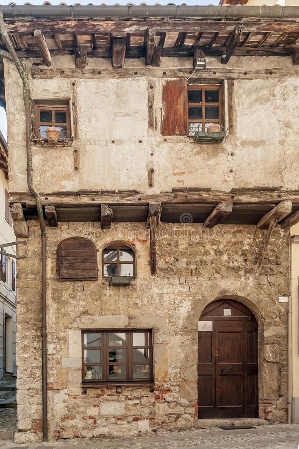 Casa medieval típica de Italia septentrional en Cividale del Friuli, Udine, Friuli Venezia Julia, Italia fotos de archivo