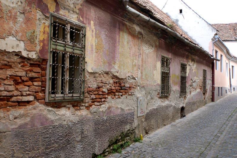 Casa medievale di danno a Sibiu fotografie stock libere da diritti