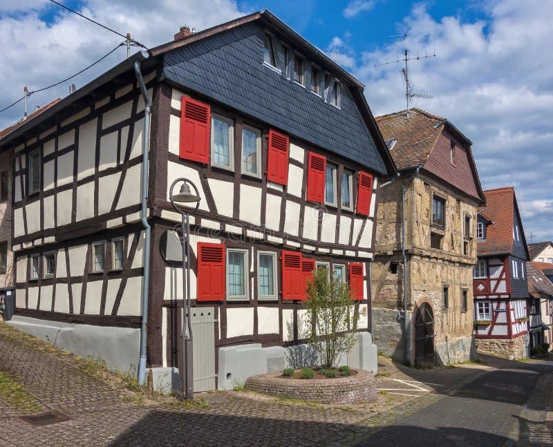 Casa metade-suportada restaurada no taunus alemão do hofheim im da cidade pequena fotografia de stock