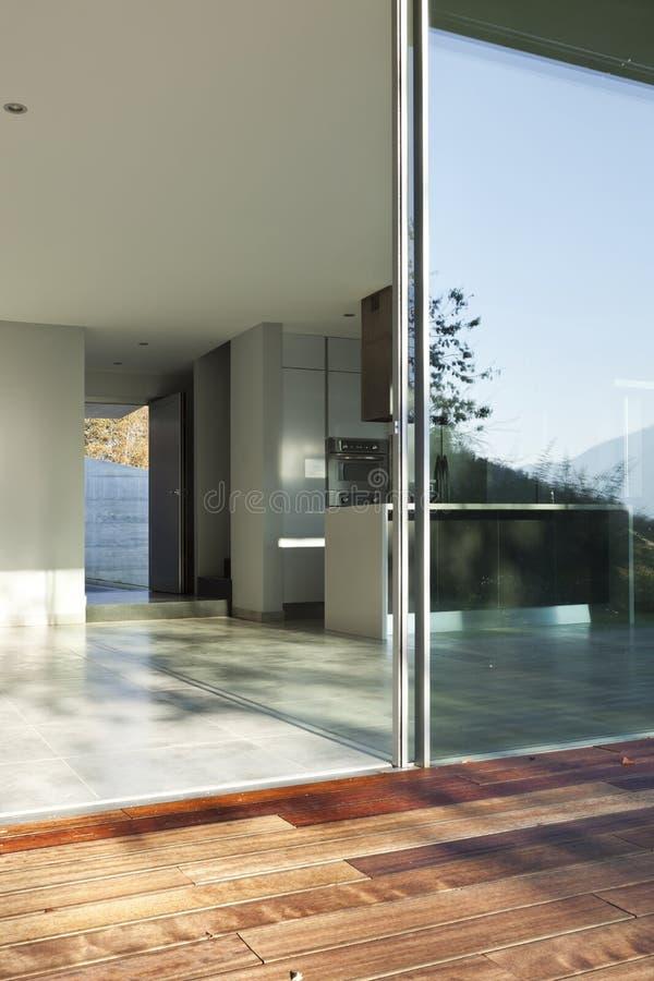 Casa moderna bonita fotografia de stock royalty free