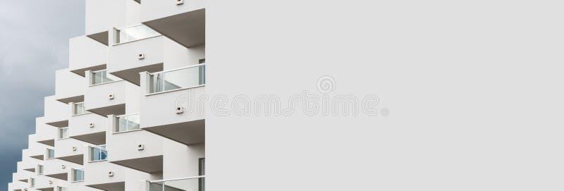 Casa moderna branca da imagem panorâmico em Ibiza spain fotos de stock royalty free