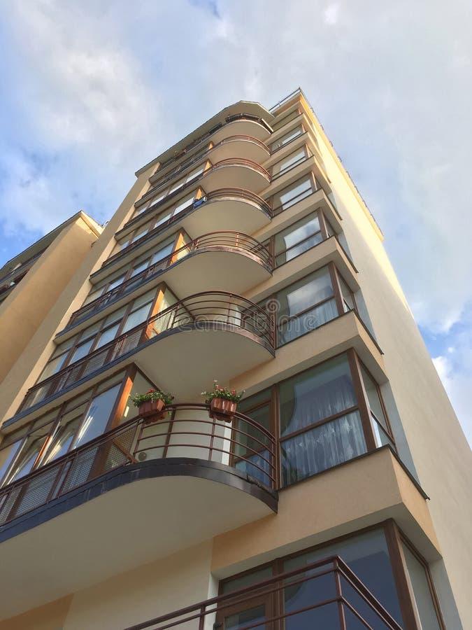 Casa moderna do multi-andar em Lviv fotografia de stock royalty free