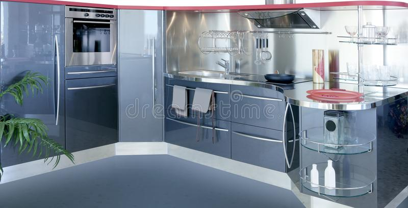 Casa moderna do projeto interior do kitchenw de prata cinzento