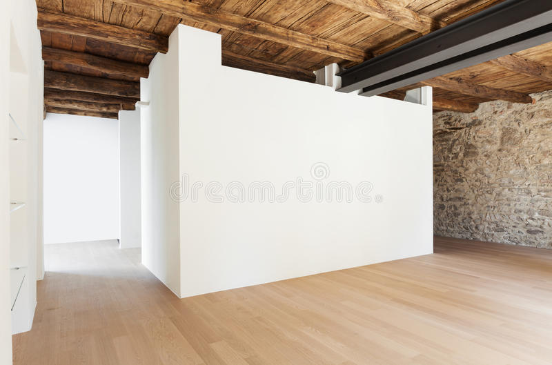 Banheiro luxuoso em uma casa moderna imagem de stock for Casa moderna parquet