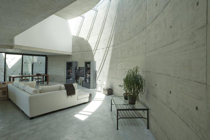Casa moderna interna nel beton immagini stock libere da diritti