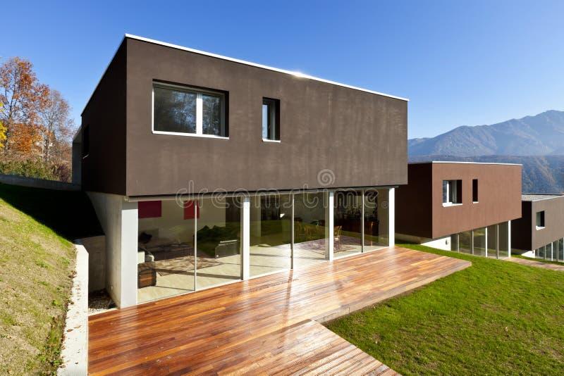 Casa moderna, patio fotografía de archivo libre de regalías