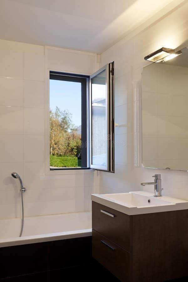Casa moderna stanza da bagno immagine stock immagine di mattonelle appartamento 24724415 - Stanza da pranzo moderna ...