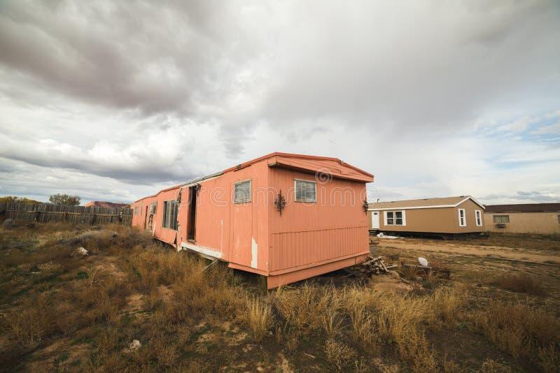 Casa modular u hogar abandonada del remolque foto de archivo
