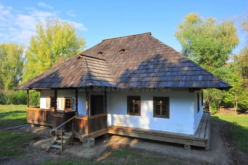 Casa moldavian tradicional da vila fotos de stock royalty free