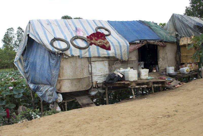 Casa molto povera di circostanza in bassifondi fotografie for Fotografie di case