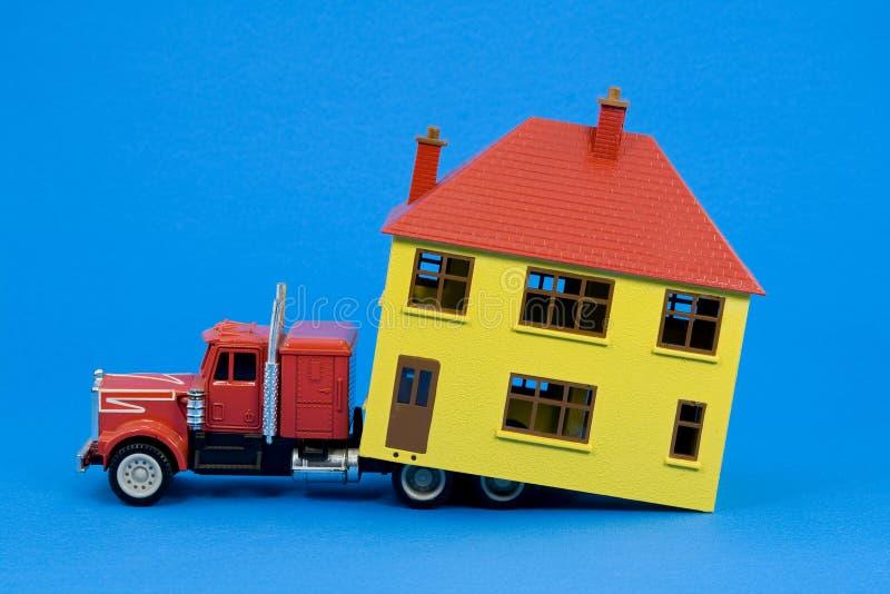 Casa movente (versão azul) foto de stock