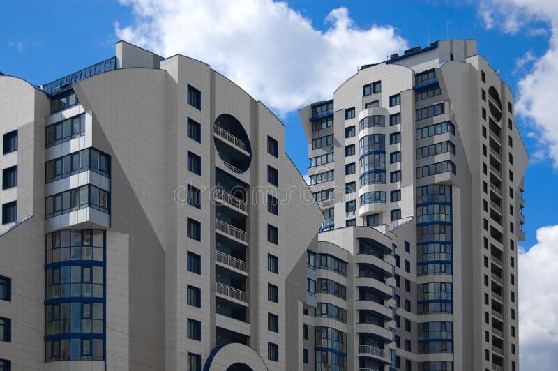 Casa multistory da cidade moderna (desenvolvimento recente) fotos de stock