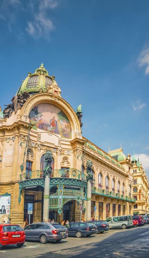 Casa municipal Lugar del art nouveau que recibe conciertos, ópera y ballet clásicos más eventos incluyendo desfiles de moda praga fotografía de archivo libre de regalías