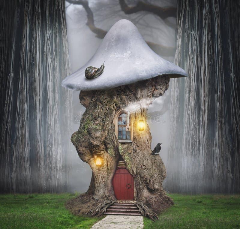 Casa na árvore dreamlike do conto de fadas na floresta da fantasia ilustração stock