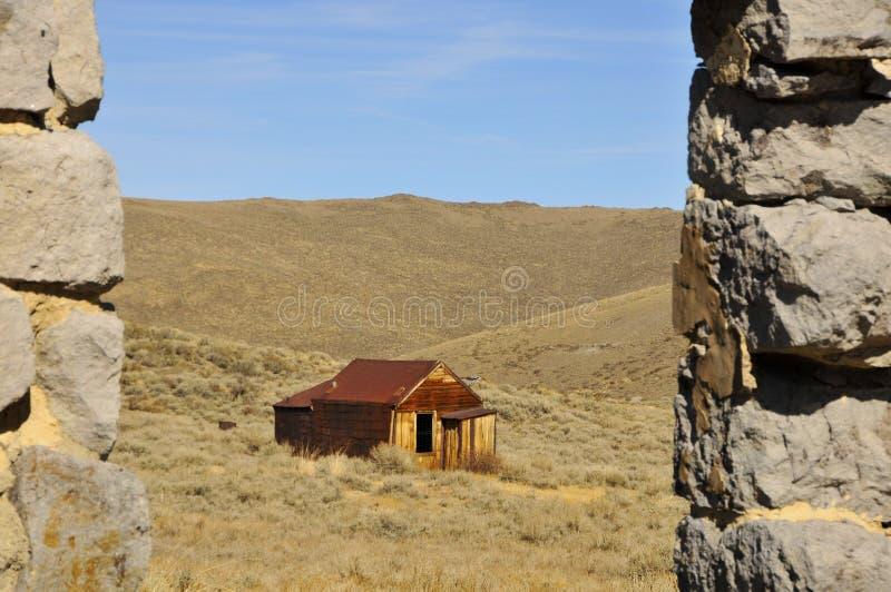 Casa na cidade fantasma do deserto fotografia de stock royalty free